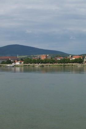 Blick-Von-Fähre-Donauknie1