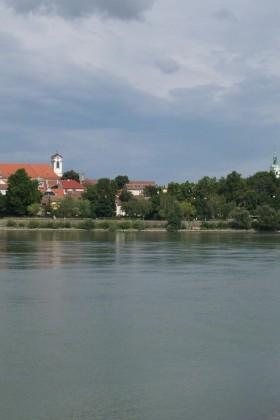 Blick-Von-Fähre-Donauknie2